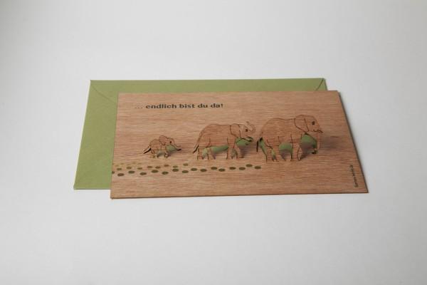 """Zedernholz Pop Up Postkarte - """"Endlich bist Du da"""""""